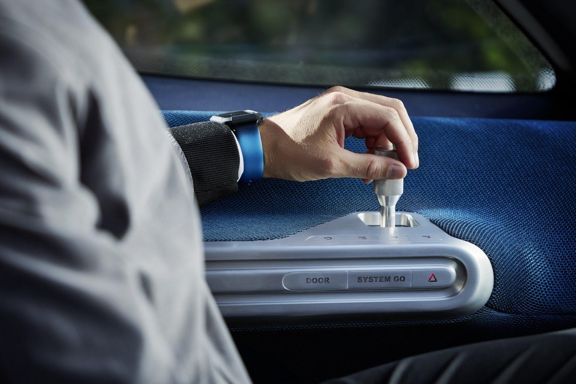 Mercedes-Benz Vision Van – Interior, Joystick Control