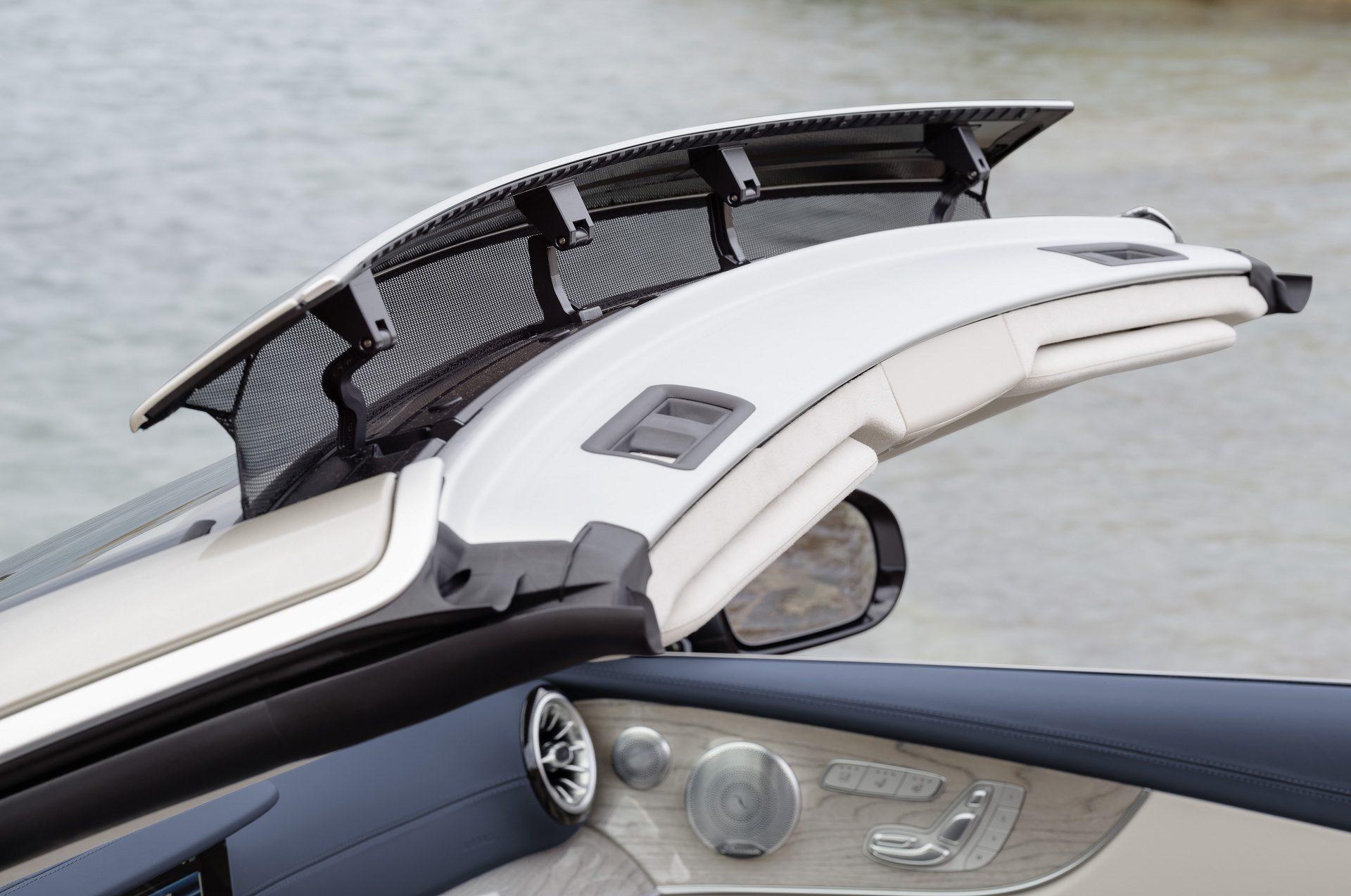 Mercedes-Benz E-Klasse Cabriolet; 2017; Exterieur: aragonitsilber metallic, AMG Line; Interieur: yachtblau / macchiatobeige; Zierteile: Holz sen hellbraun glänzend // Mercedes-Benz E-Class Cabriolet; 2017; exterior: aragonite silver metallic, AMG line; interior: yacht blue / macchiato beige, trim parts: high-gloss light brown sen wood